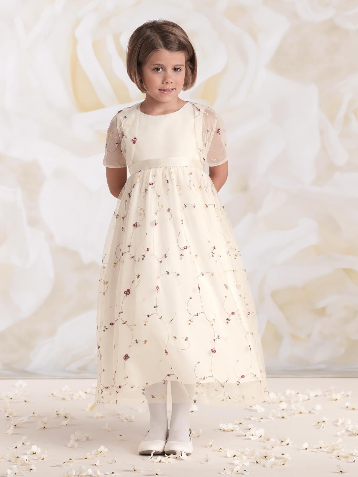 Vestido de Dama com corpo em cetim, saia franzida em organza bordada em fio de seda e bolero de manga curta avulso também bordado.