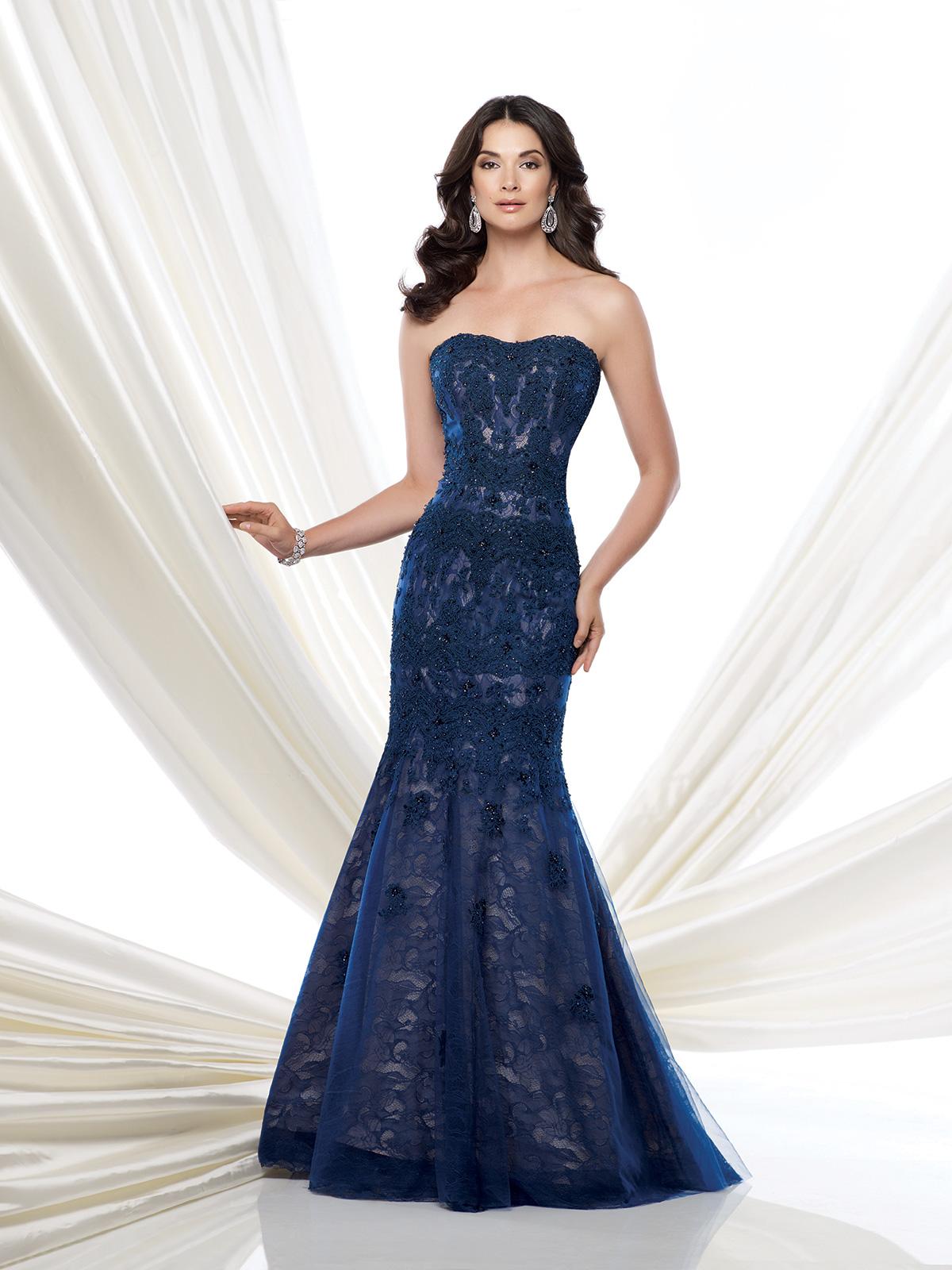 Vestido de Festa tomara que caia todo em renda francesarebordada em pedrarias, corte sereia.