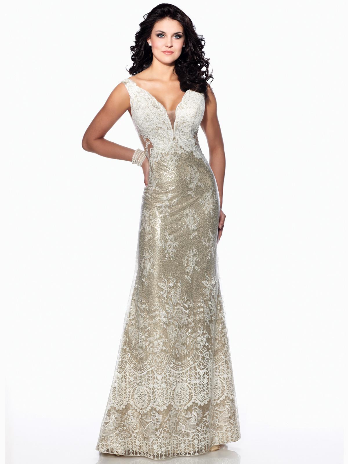 Vestido de Festa glamuroso com alças e detalhe de transparência no colo e costas, todo em renda francesa rebordada em pedrarias e saia com corte sereia.