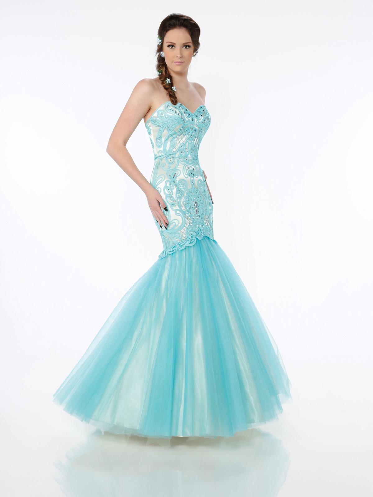 Vestido de Festa tomara que caia princesa, corpo alongado todo trabalhado em soutache com cristais, saia sereia com camadas de tule francês.