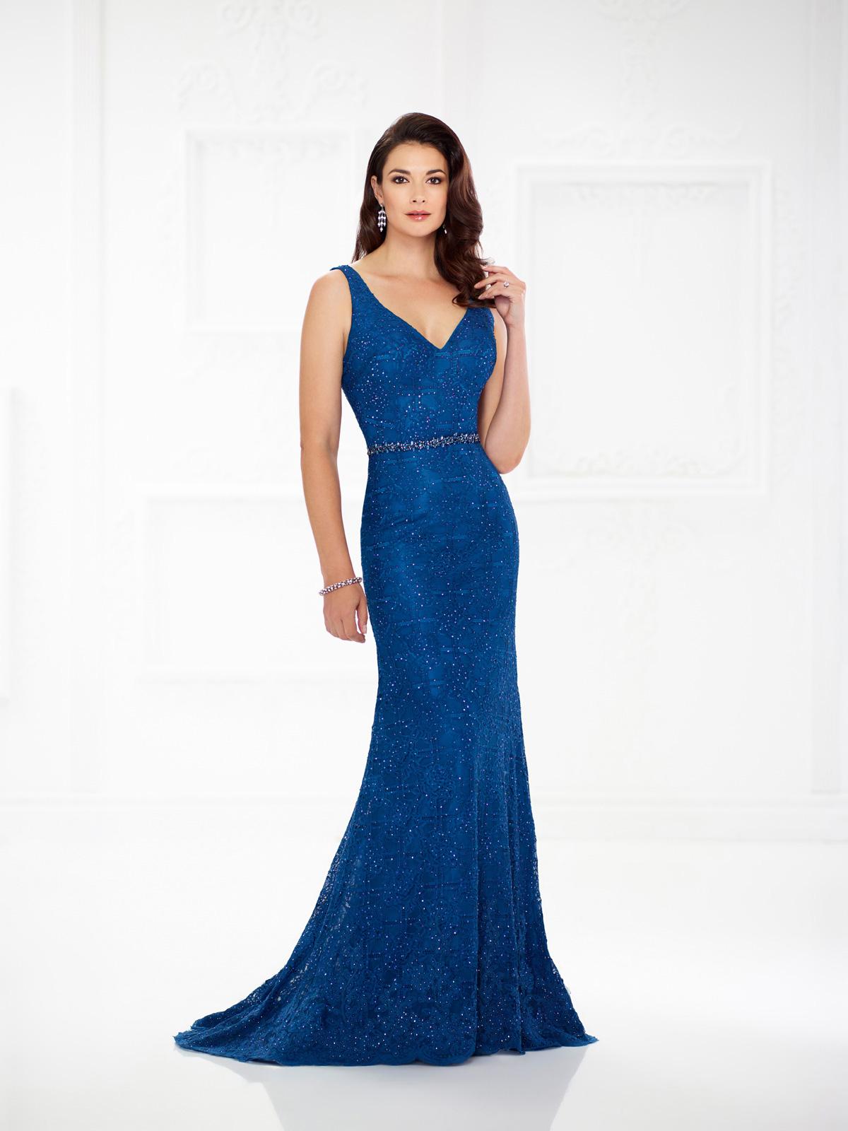 Vestido de Festa elegante com decote V, corte reto todo confeccionado em renda francesa e detalhe de cinto em pedrarias e blazer opcional.