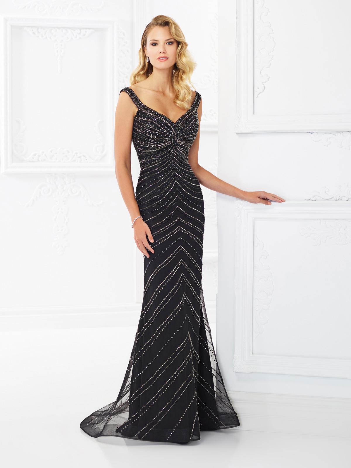 Vestido de Festa encantador com decote princesa, corte reto com sobreposição de tule francês todo rebordado em pedrarias.