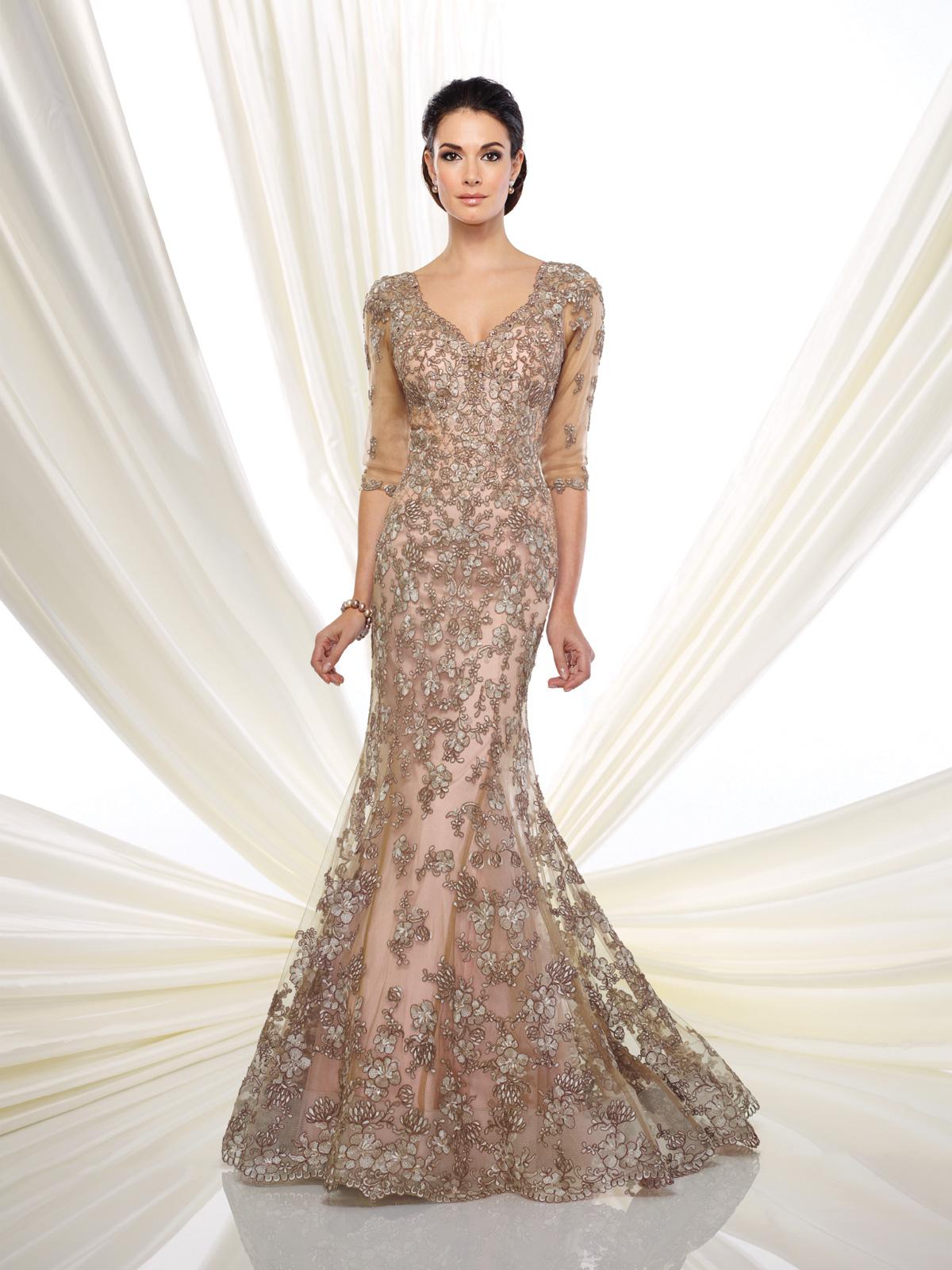 Vestido de Festa com decote V e mangas 7/8, corte sereia todo confeccionado em renda francesa rebordada em pedrarias e cristais.