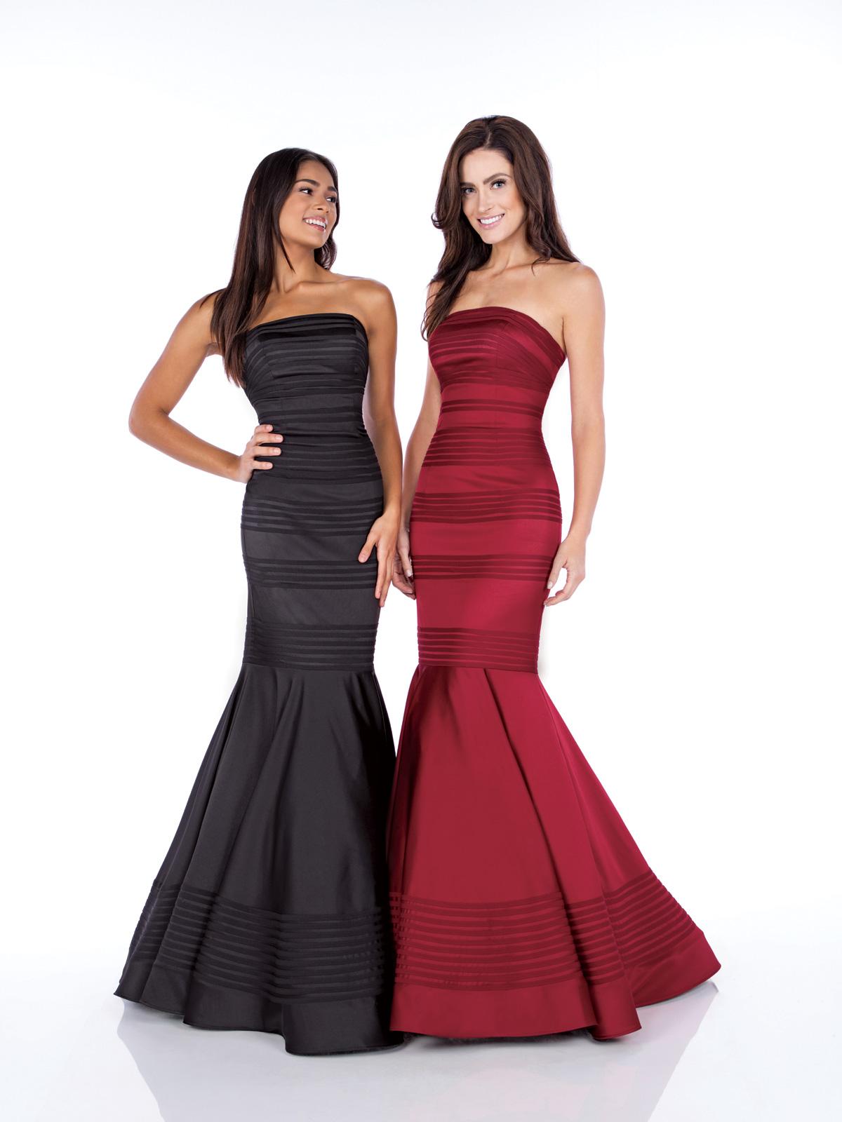 Vestido de Festa tomara que caia corte sereia confeccionado em cetim e detalhe de fitas em cetim por todo o vestido.