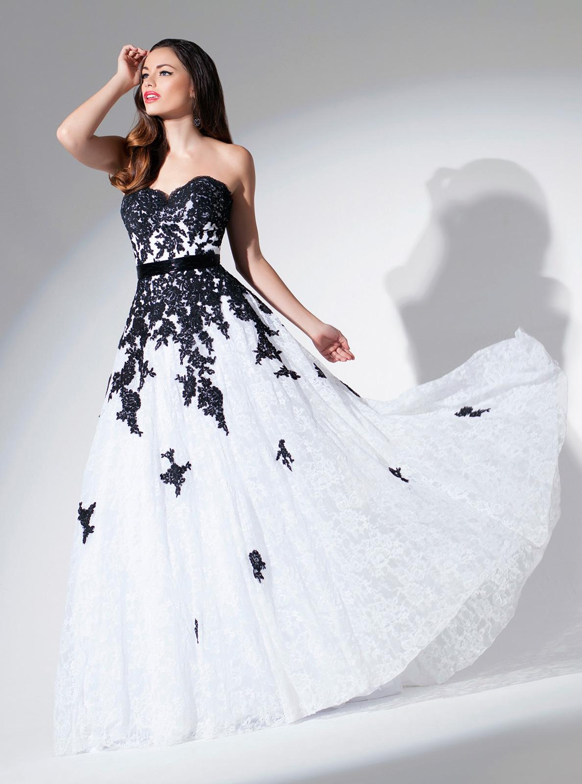 Vestido de Festa tomara que caia princesa, todo em renda francesa com aplicações rebordadas em pedrarias, faixa em pedrarias na cintura saia com corte evasê.