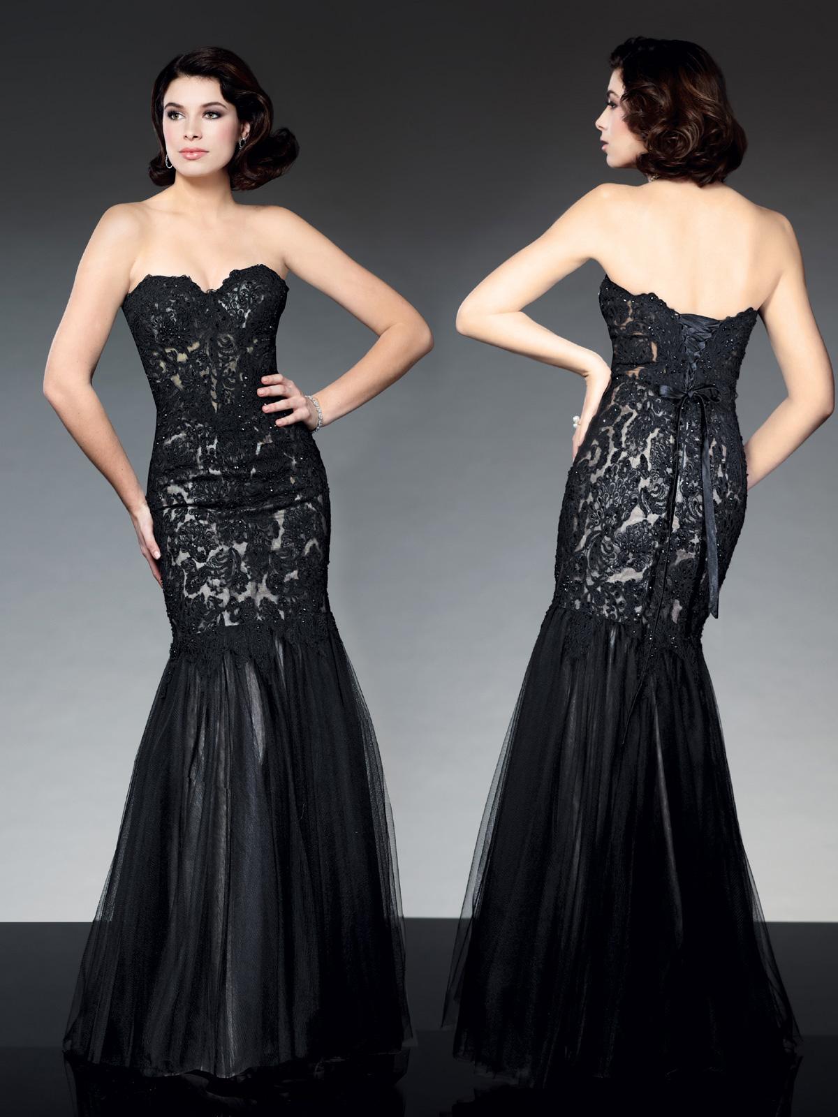 Vestido de Festa tomara que caia princesa, corpo alongado em renda francesa bordada com pedrarias, saia sereia confeccionada com camadas em tule francês.