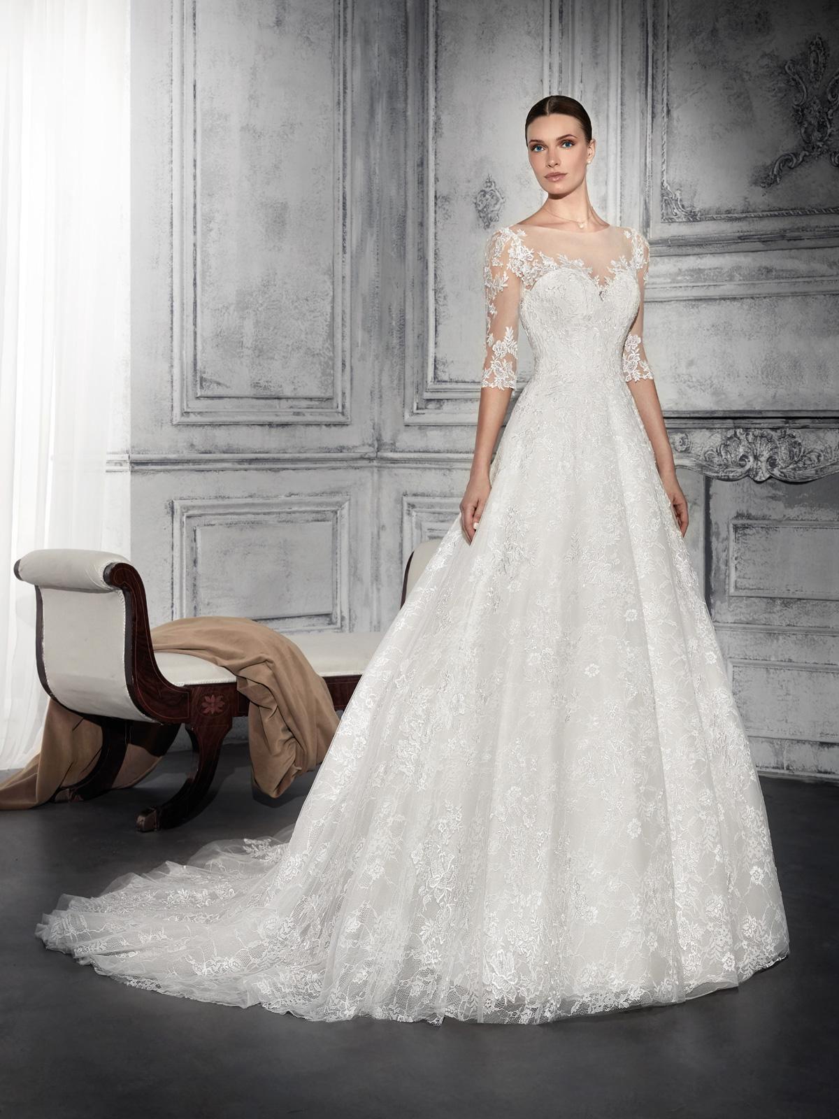 Vestido de Noiva em renda e belíssimo decote ombro a ombro. A saia é toda em renda importada. Romântico e delicado este vestido é para arrasar !!